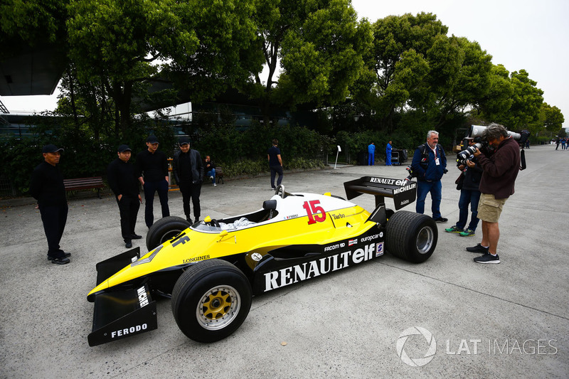 A 1983 Renault RE40 in the paddock is admired by locals and photographers Mark Sutton and Jean-Franc