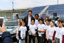 Toto Wolff, Executive Director, Mercedes AMG. with the girls of Dare to be Different in the pits