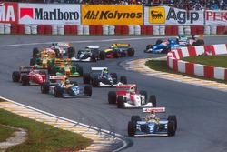 Start: Alain Prost, Williams FW15C, leads Ayrton Senna, McLaren MP4/8