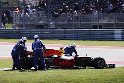 Daniel Ricciardo, Red Bull Racing RB13, retires from the race