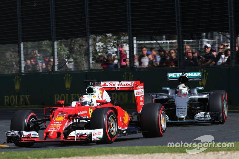 Sebastian Vettel, Ferrari SF16-H und Lewis Hamilton, Mercedes AMG F1 Team W07