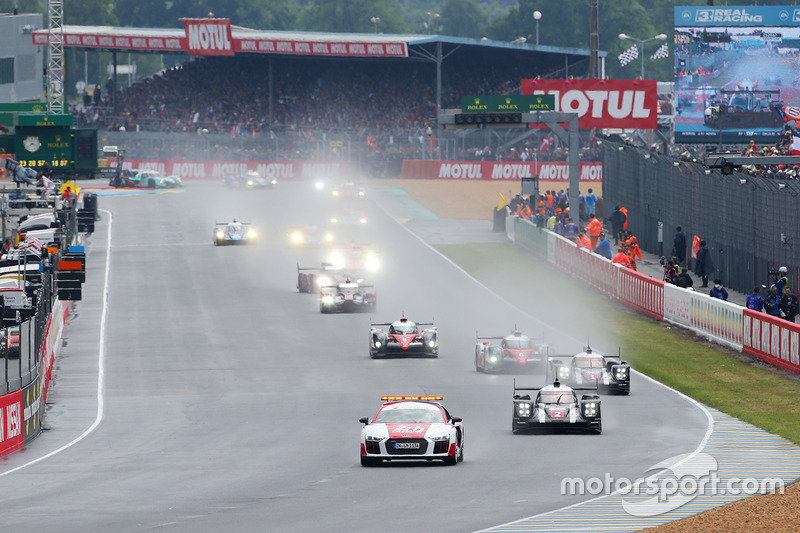 #2 Porsche Team Porsche 919 Hybrid: Romain Dumas, Neel Jani, Marc Lieb lidera detrás del coche de se