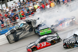 Unfall: Ricky Stenhouse Jr., Roush Fenway Racing, Ford; und Kevin Harvick, Stewart-Haas Racing, Chevrolet