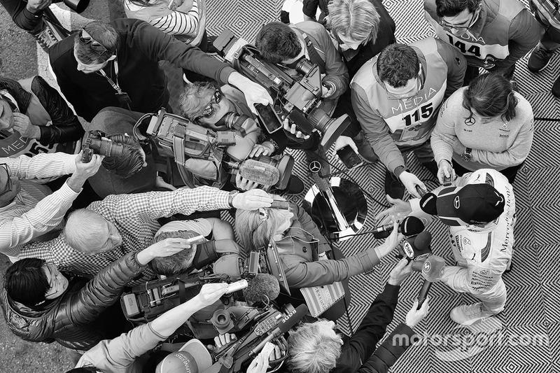 Lewis Hamilton, Mercedes AMG F1, com a imprensa