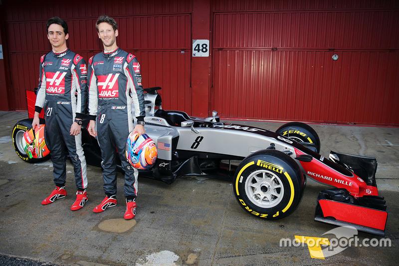 2016 Esteban Gutiérrez, Haas F1 Team y Romain Grosjean, Haas F1 Team, presentan el Haas VF-16