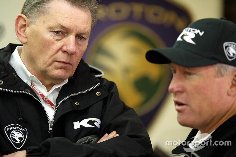 John Barnard, Proton Team KR y Kenny Roberts, Director del equipo Proton Team KR