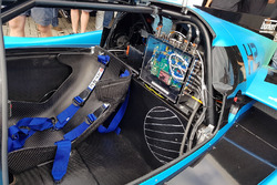 Details van de elektronica van de Forze VII tijdens de onthulling racewagen op waterstof van de TU Delft