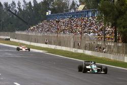Gerhard Berger, Benetton leads Alain Prost, McLaren