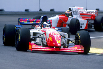 Gianni Morbidelli, Footwork FA16 Hart, Mark Blundell, McLaren MP4/10B Mercedes-Benz