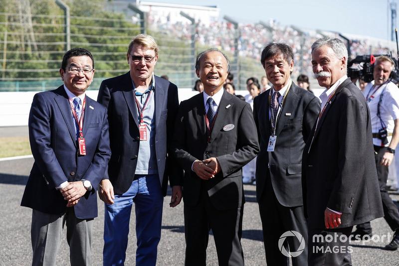 Такахіро Хачиго, головний виконавчий директор Honda Motor Co, дворазовий чемпіон Ф1 Міка Хаккінен, керівники Honda та голова Формули 1 Чейз Кері