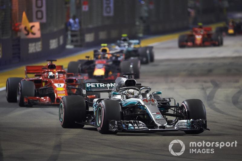 Lewis Hamilton, Mercedes AMG F1 W09 EQ Power+, Sebastian Vettel, Ferrari SF71H, Max Verstappen, Red Bull Racing RB14, y Valtteri Bottas, Mercedes AMG F1 W09 EQ Power+