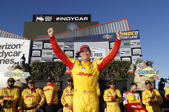 Ryan Hunter-Reay, Andretti Autosport Honda. festeggia in victory lane