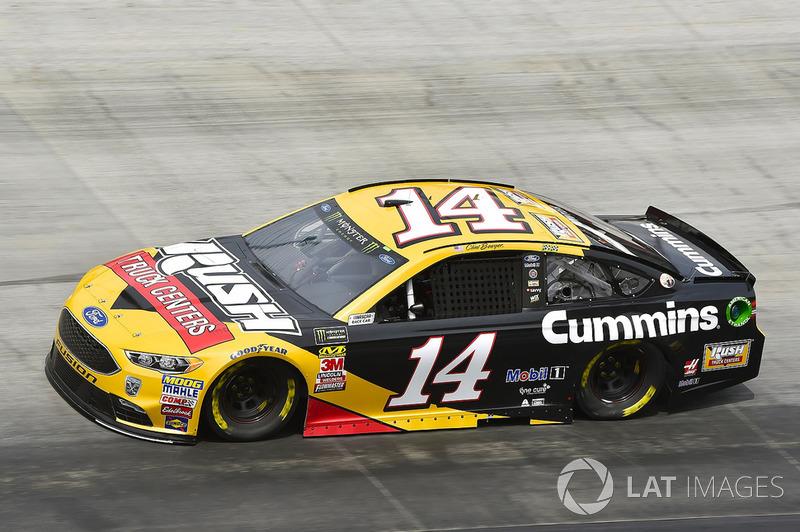 16. Clint Bowyer, Stewart-Haas Racing, Ford Fusion Rush Truck Centers/Cummins