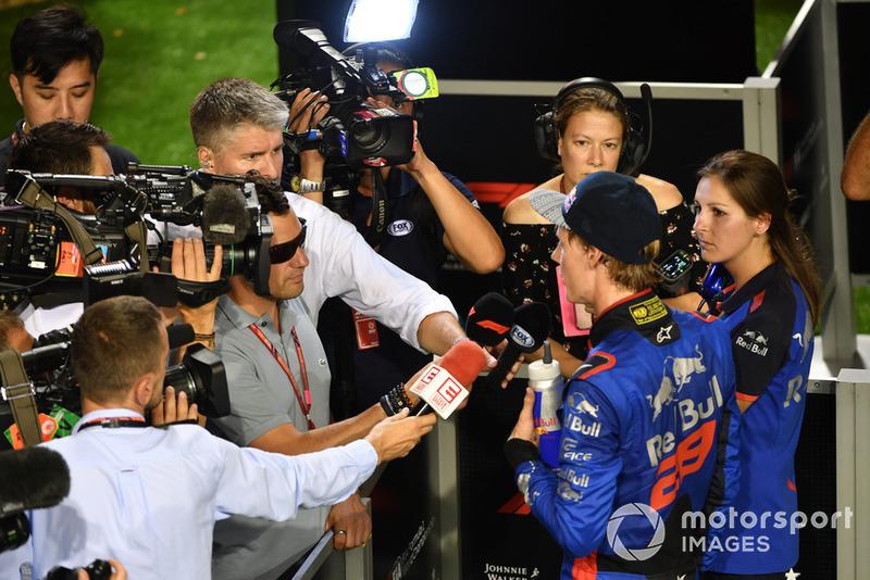 Brendon Hartley, Scuderia Toro Rosso, falando com a imprensa