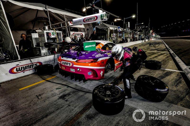 #33 Mercedes-AMG Team Riley Motorsports Mercedes-AMG GT3, GTD: Ben Keating, Jeroen Bleekemolen, Luca Stolz, Felipe Fraga, pit stop
