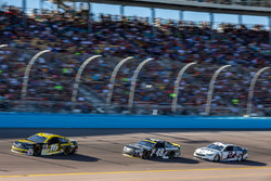 Greg Biffle, Roush Fenway Racing Ford, Jimmie Johnson, Hendrick Motorsports Chevrolet, Brad Keselowski, Team Penske Ford