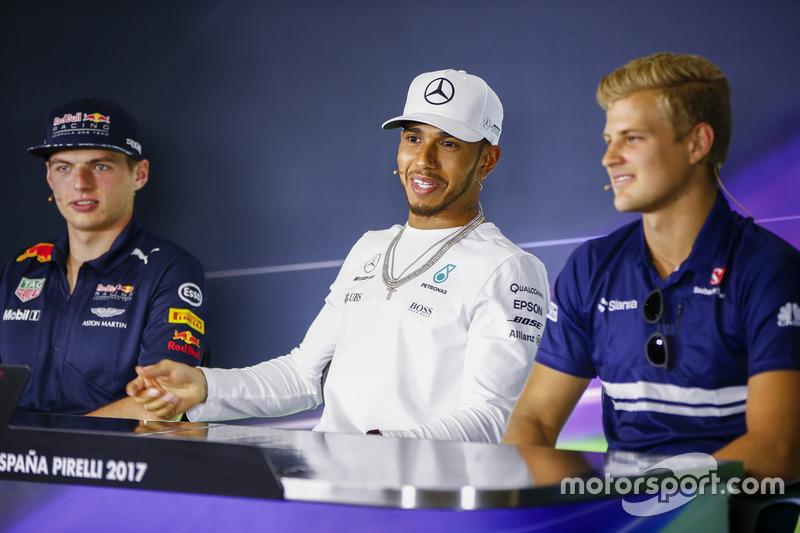 Макс Ферстаппен, Red Bull Racing, Льюис Хэмилтон, Mercedes AMG F1, и Маркус Эрикссон, Sauber