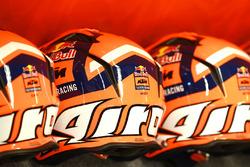 Red Bull KTM Factory Racing cascos de mecánico pit lane