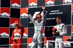 Подиум: победитель Мика Хаккинен, McLaren, второе место – Михаэль Шумахер, Ferrari, третье место – Дэвид Култхард, McLaren