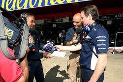 Sam Michael, Williams gives 600th Grand Prix gift to Giorgio Piola