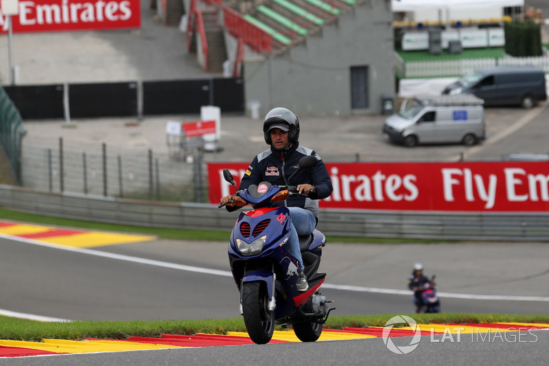 Carlos Sainz Jr., Scuderia Toro Rosso rides the track on a scooter