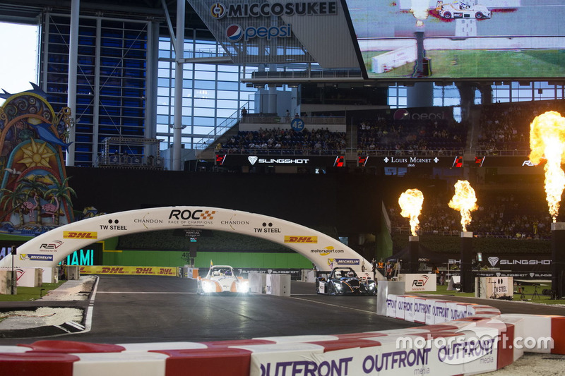 Juan Pablo Montoya, carrera de  Travis Pastrana, conduce el Radical SR3 RSX