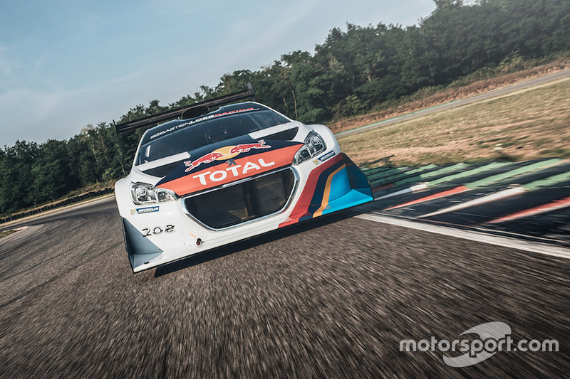 Sébastien Loeb tests the Peugeot 208 Pikes Peak