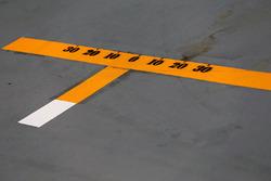 Pit box marking