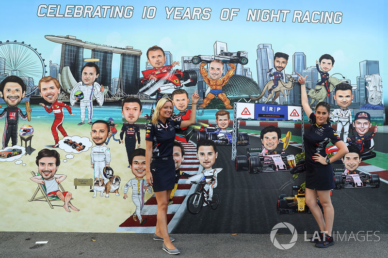 Mural y las chicas Red Bull Racing