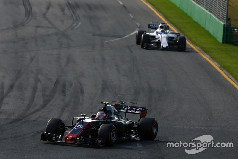 Kevin Magnussen, Haas F1 Team VF-17, leads Felipe Massa, Williams FW40