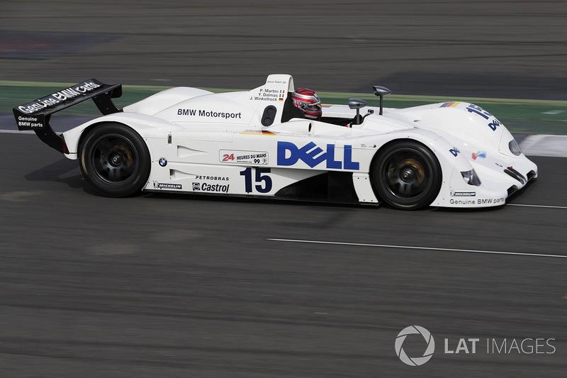 Стів Сопер керує BMW 1999 року, що переміг у Ле-Мані