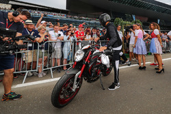Льюіс Хемілтон, Mercedes AMG F1 на своєму байкуs MV Agusta Dragster RR LH44 Limited Edition