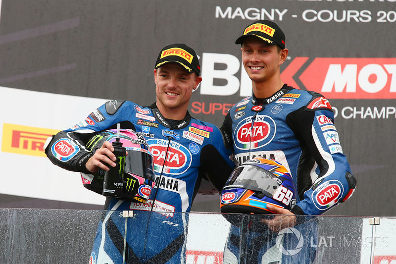 Segundo lugar Alex Lowes, Pata Yamaha, tercer lugar  Michael van der Mark, Pata Yamaha