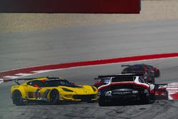 #4 Corvette Racing Chevrolet Corvette C7.R: Oliver Gavin, Tommy Milner crash