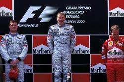 Podio: ganador de la carrera Mika Hakkinen, McLaren, segundo lugar David Coulthard, McLaren, tercer lugar Rubens Barrichello, Ferrari
