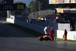 Stoffel Vandoorne, McLaren MCL33 stopped on track