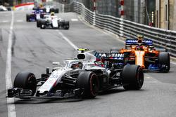 Sergey Sirotkin, Williams FW41, devant Stoffel Vandoorne, McLaren MCL33, et Charles Leclerc, Sauber C37