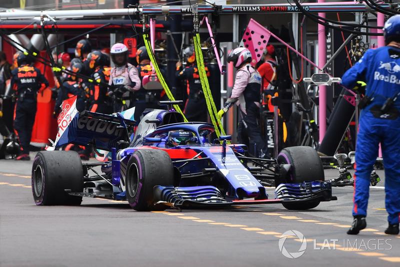 Brendon Hartley, Scuderia Toro Rosso STR13 si ritira dalla gara dopo essere stato colpito da Charles Leclerc, Sauber C37