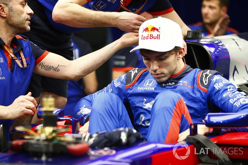 Pierre Gasly, Toro Rosso STR13 Honda, gets into his car