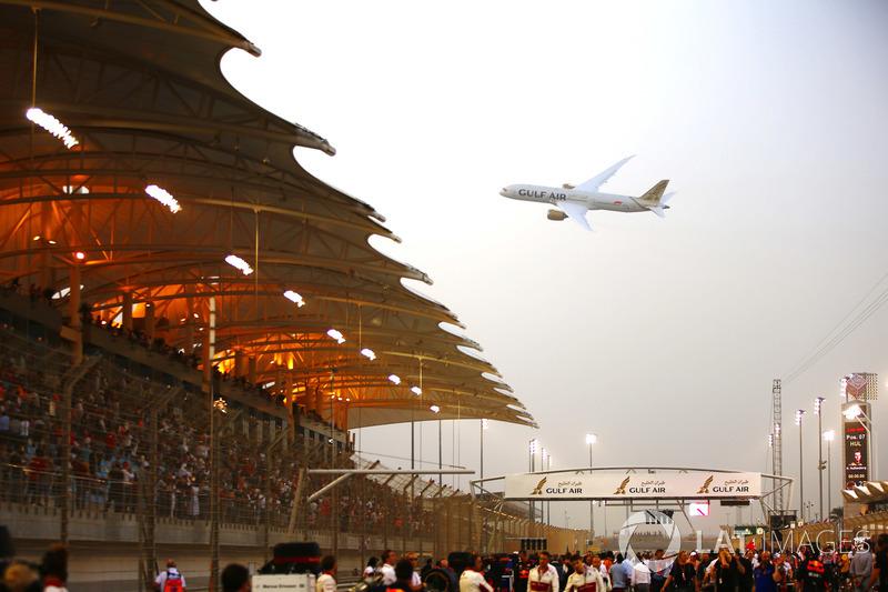 Gulf Air Boeing 787-8 Dreamliner beratraksi