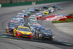 Restart; Joey Logano, Team Penske, Ford Fusion Shell Pennzoil and Kurt Busch, Stewart-Haas Racing, Ford Fusion Monster Energy / Haas Automation