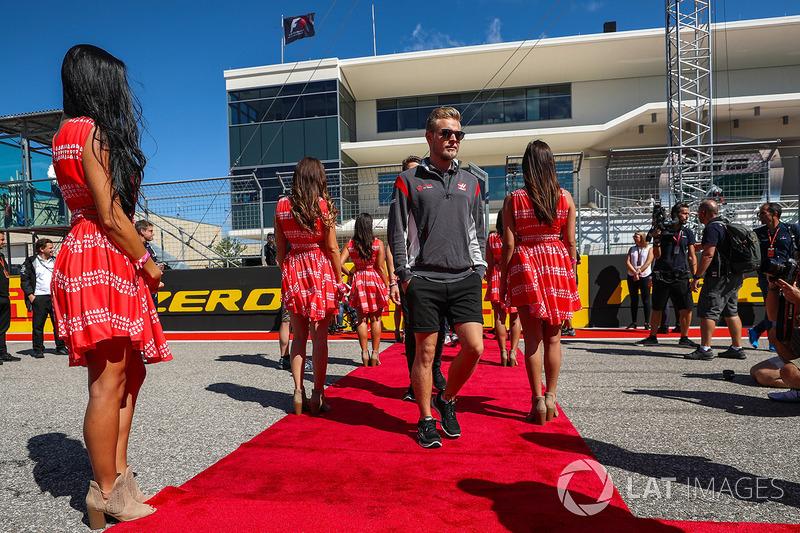 Кевін Магнуссен, Haas F1, і дівчата
