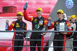 GTE Podium: #66 JMW Motorsport, Ferrari F458 Italia: Роберт Смит, Джоди Фаннен, Джеймс Дэйсон