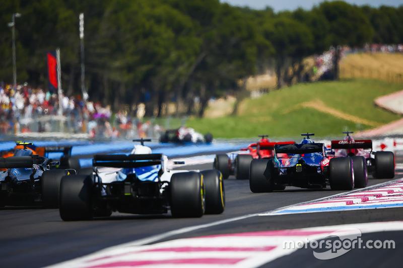 Brendon Hartley, Toro Rosso STR13, Valtteri Bottas, Mercedes AMG F1 W09, y Lance Stroll, Williams FW41