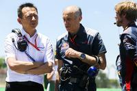 Yusuke Hasegawa, Direktör, Honda ve Franz Tost, Takım Patronu, Scuderia Toro Rosso
