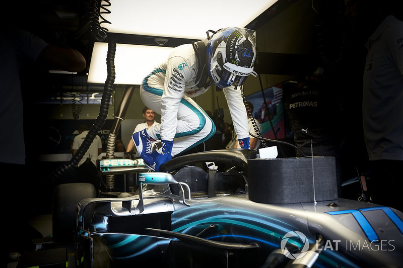 Valtteri Bottas, Mercedes AMG F1, climbs in to his car