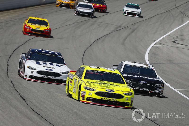 Paul Menard, Wood Brothers Racing, Ford Fusion Menards / Sylvania, Aric Almirola, Stewart-Haas Racing, Ford Fusion Smithfield, Brad Keselowski, Team Penske, Ford Fusion Stars, Stripes, and Lites, e Joey Logano, Team Penske, Ford Fusion Shell Pennzoil