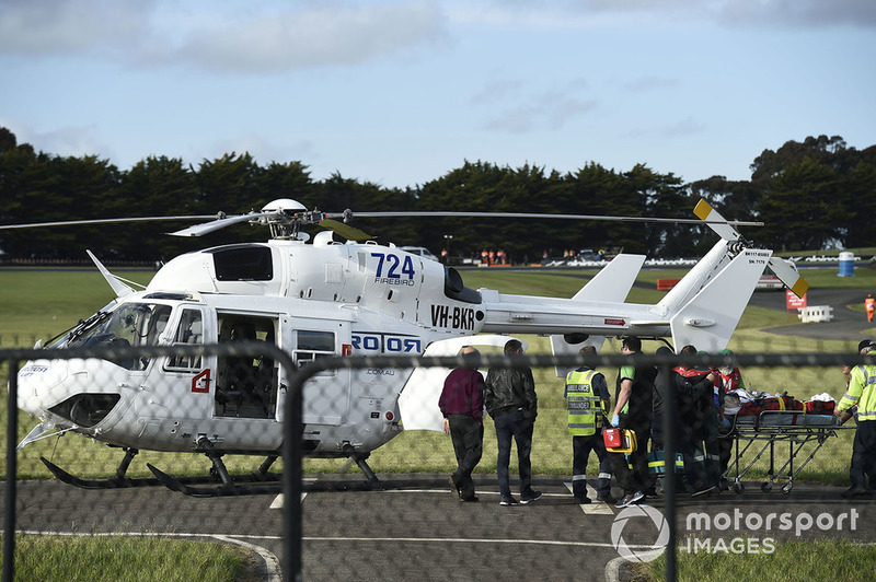 Кела Кратчлоу, Team LCR Honda, після аварії доправляють до лікарні гелікоптером