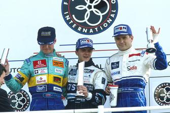 Podium : le deuxième David Coulthard, Reynard 94D-Zytek Judd, le vainqueur Franck Lagorce, Reynard 94D-Cosworth, le troisième Gil de Ferran, Reynard 94D-Zytek Judd