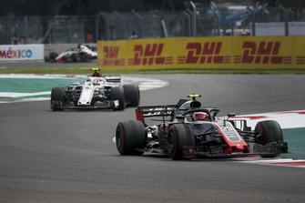 Кевин Магнуссен, Haas F1 Team VF-18, и Шарль Леклер, Alfa Romeo Sauber C37